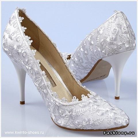 Красивые белые кружевные свадебные.