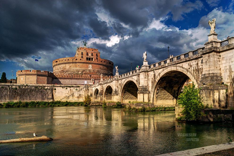 Замок Святого Ангела, или Кастель Сант-Анджело, - одна из самых известных и