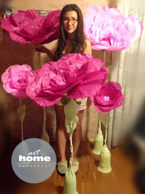 Огромные цветы из гофрированной бумаги на ножке своими руками 19